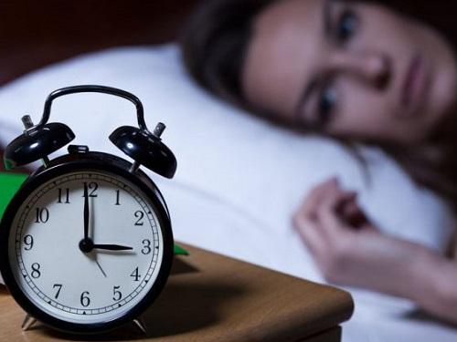 Cách trị chứng khó ngủ vào ban đêm-1